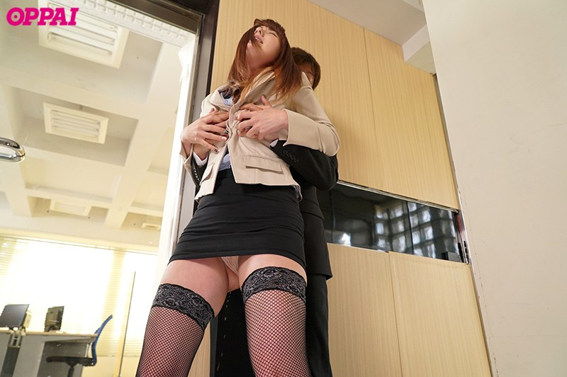 PPPD-749 A Sensual Office Lady Who Pisses Herself With Pleasure